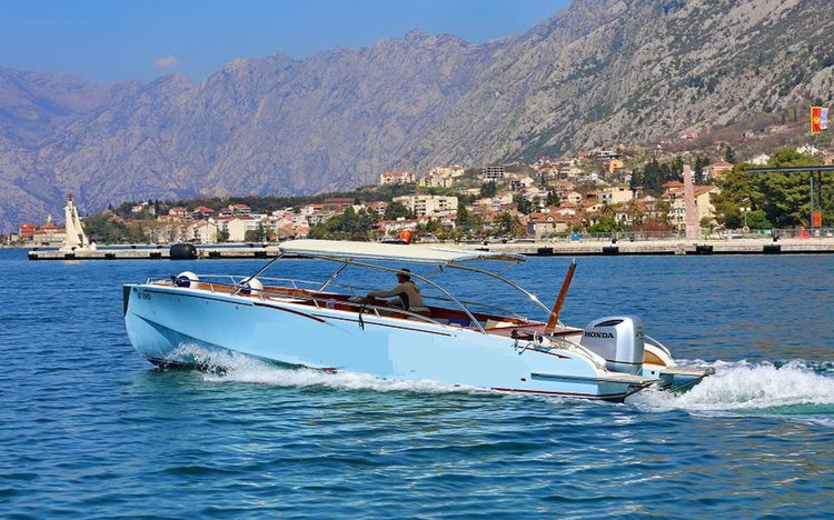 This 111.0' Custom cand take up to 15 passengers around kotor