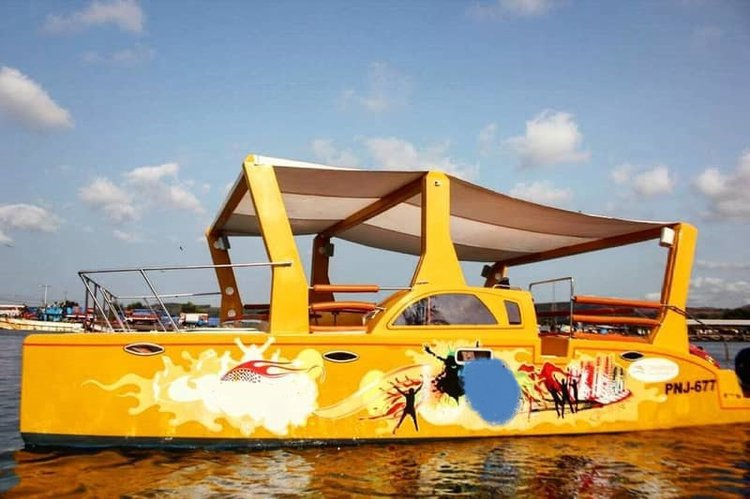 This catamaran rental is perfect to enjoy Panjim