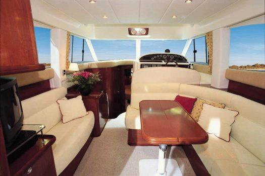 Motor yacht boat rental in Penha De França, India