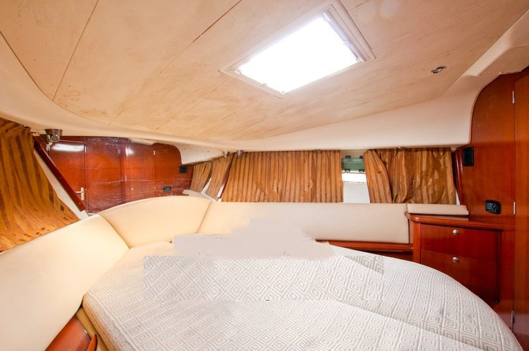 Boating is fun with a Motor yacht in Penha De França