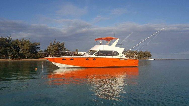 Cuddy cabin boat rental in Pereybere,