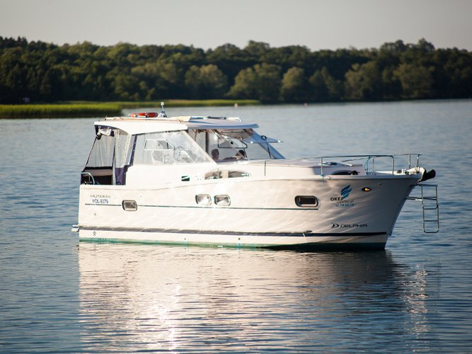Relax on board our motor boat charter in Wilkasy