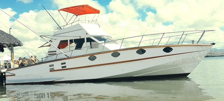 Enjoy luxury and comfort on this Pereybere motor boat rental