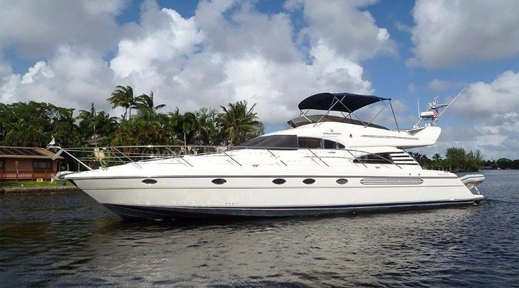 This 42.0' Fairline cand take up to 20 passengers around Panjim