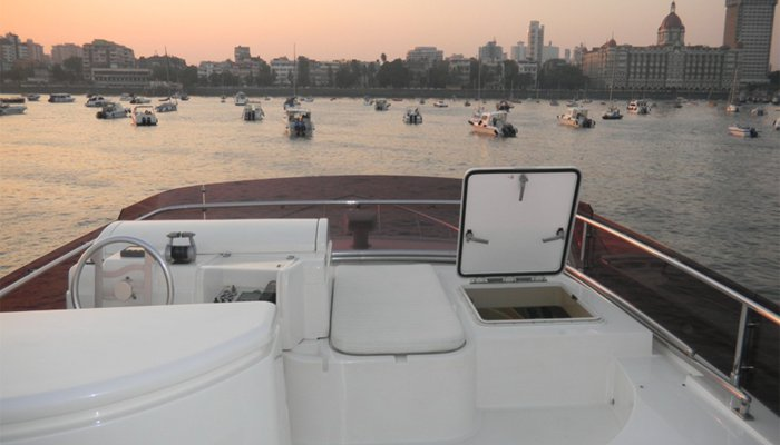 Discover Mumbai surroundings on this 550 Ferretti boat
