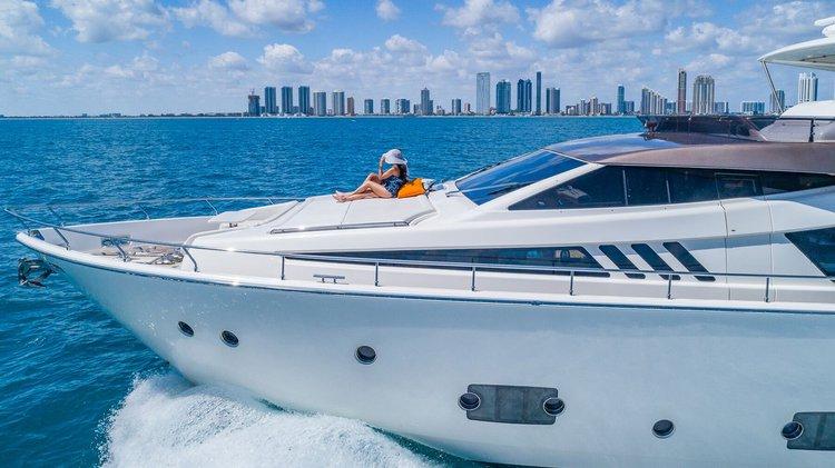 This 80.0' Ferretti cand take up to 12 passengers around Miami Beach