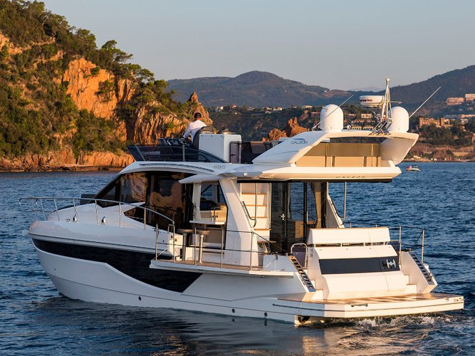 Enjoy luxury and comfort on this Šibenik motor boat charter