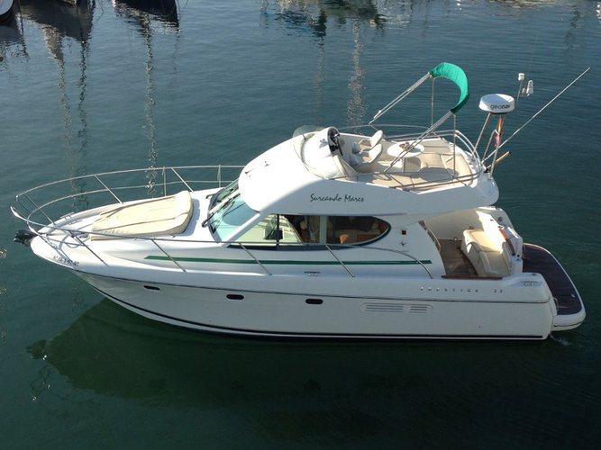 Take this Jeanneau Prestige 32 for a spin!