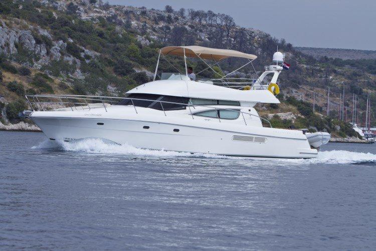 Charter this amazing motor boat in Primošten