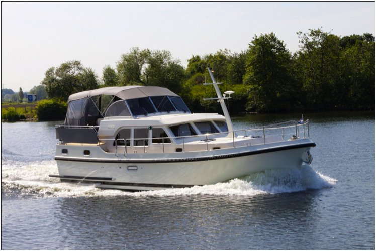 Get on the water and enjoy Buchholz in style on our Linssen Linssen GS 29.9 AC