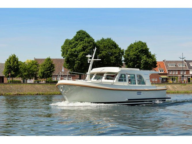 Charter this amazing Linssen Linssen Grand Sturdy 35.0 Sedan in Kinrooi, BE