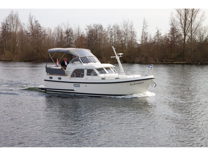Get on the water and enjoy Kuurne in style on our Linssen Linssen GS 30.9 AC