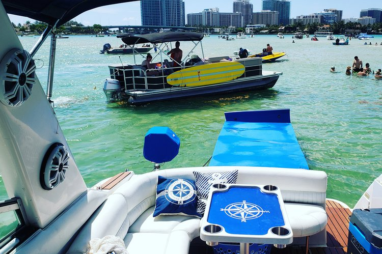 Cruiser boat rental in Haulover Marina,