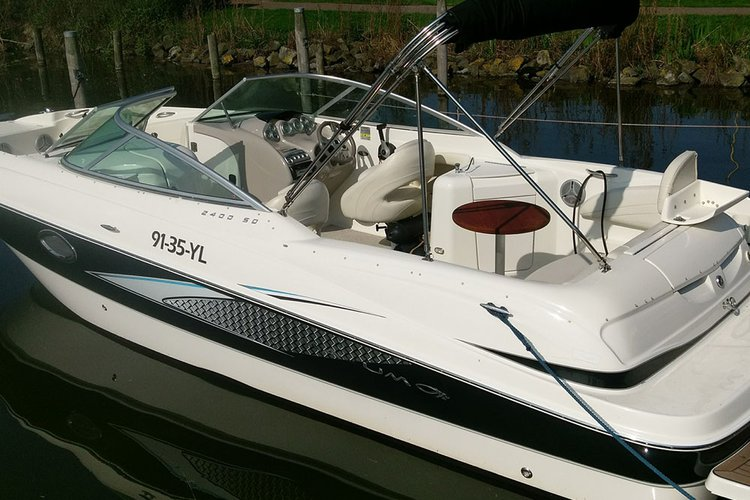 Experience Biddinghuizen on board this elegant motor boat