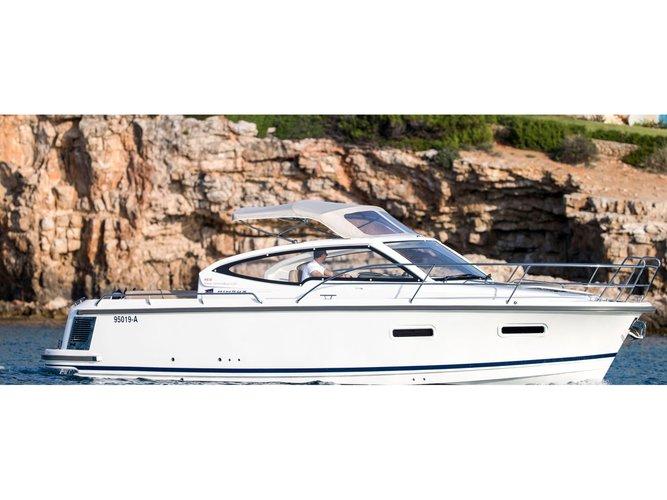 Beautiful Nimbus Boats Nimbus 305 Drophead ideal for cruising and fun in the sun!