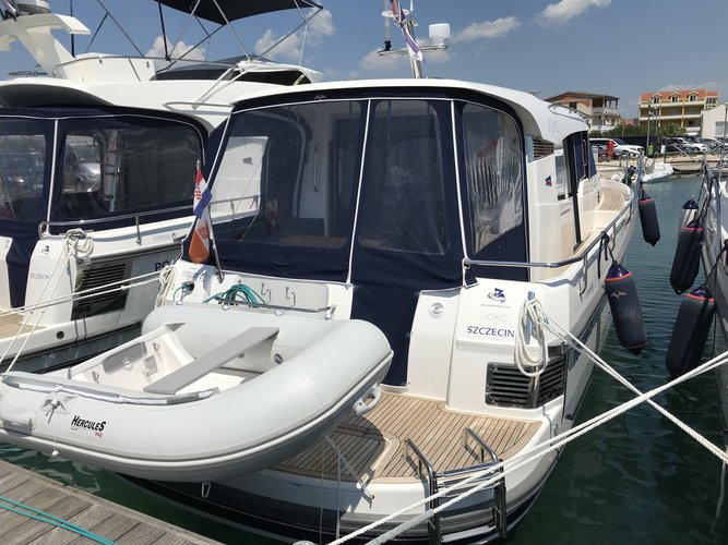 Enjoy luxury and comfort on this Nimbus Boats Nimbus 365 Coupé in Pirovac