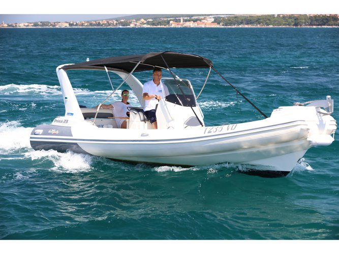 This motor boat charter is perfect to enjoy Tribunj