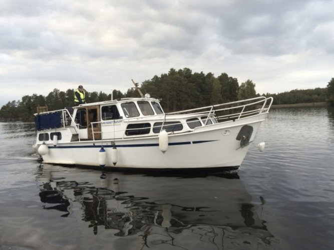 Get on the water and enjoy Söderköping in style on our Pedro Boat Pedro 32