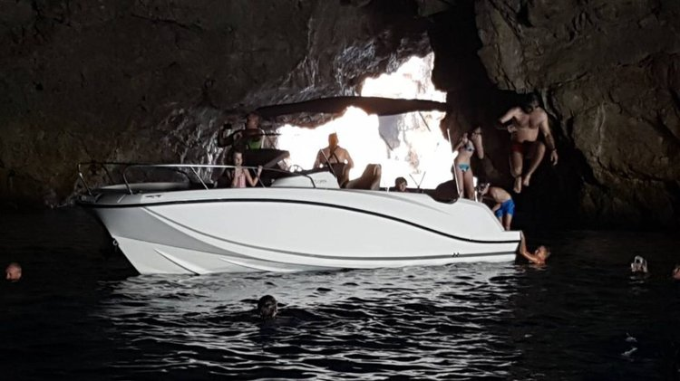 Center console boat for rent in kotor