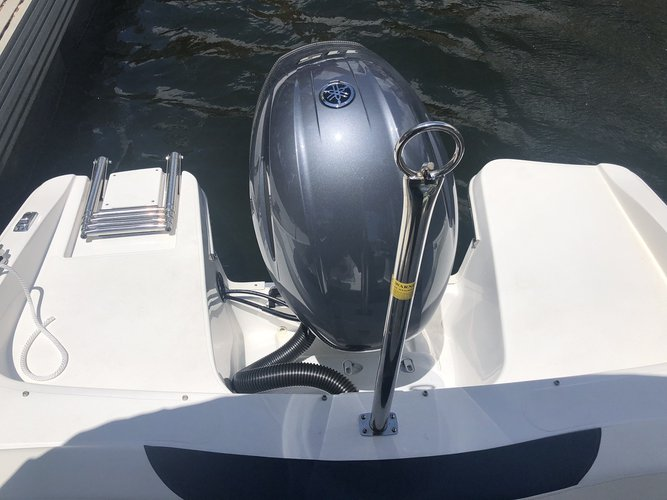 Up to 8 persons can enjoy a ride on this Bow rider boat