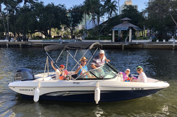 Discover Fort Lauderdale surroundings on this QX18 OB Rinker boat