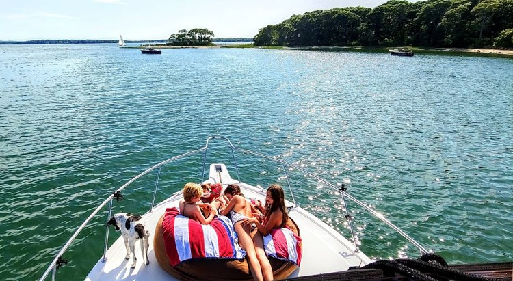 Discover Sag Harbor surroundings on this 38′ Riviera boat