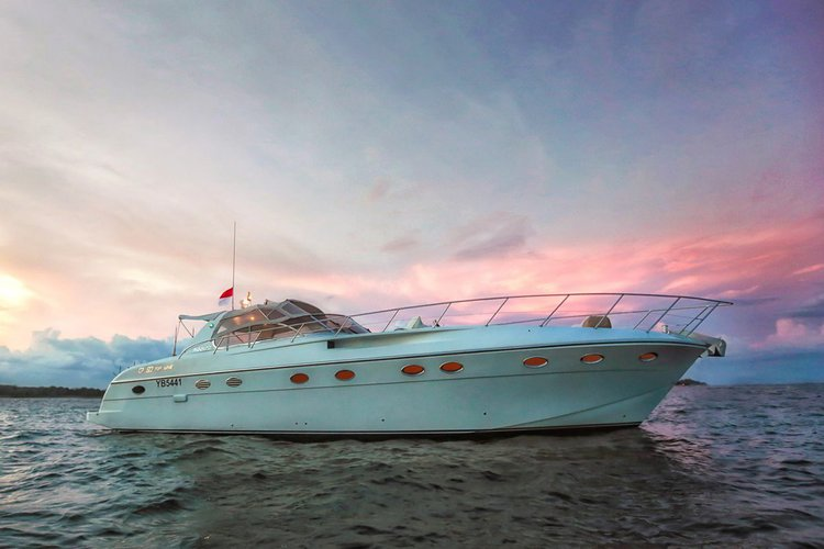 Boating is fun with a Motor yacht in Denpasar
