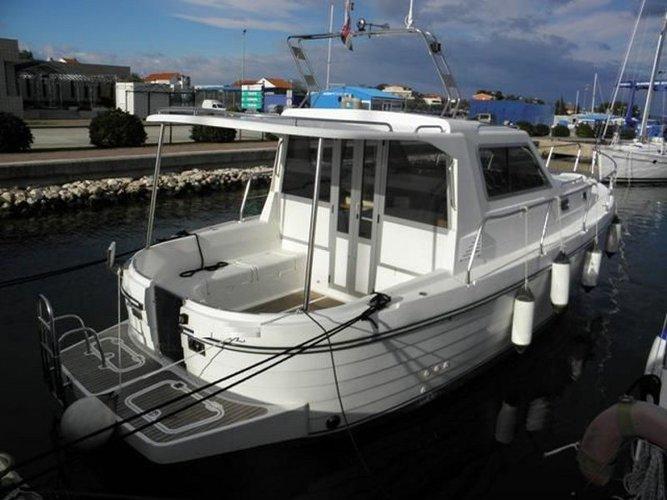 Hop aboard this amazing motor boat rental in Zadar!