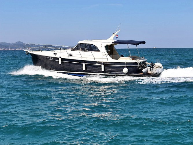 Explore Sukošan on this beautiful motor boat for rent