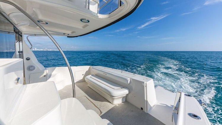 Convertible boat rental in Sea Isles Marina Downtown Miami,