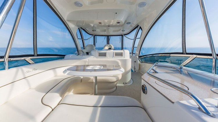 Discover Miami surroundings on this 52 SEA RAY boat