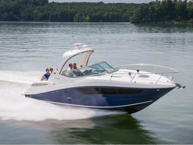 This 33.0' Sea Ray cand take up to 10 passengers around Morjim