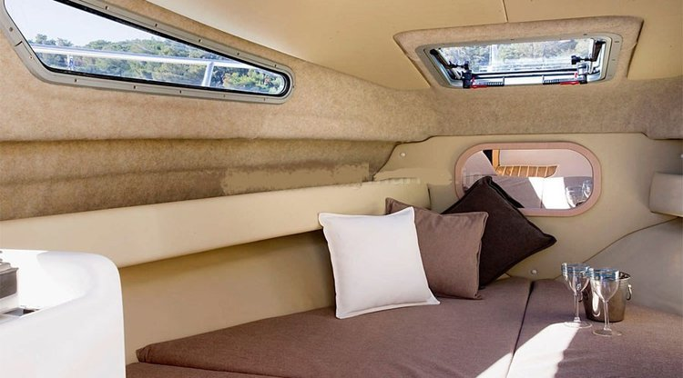 Up to 5 persons can enjoy a ride on this Cuddy cabin boat