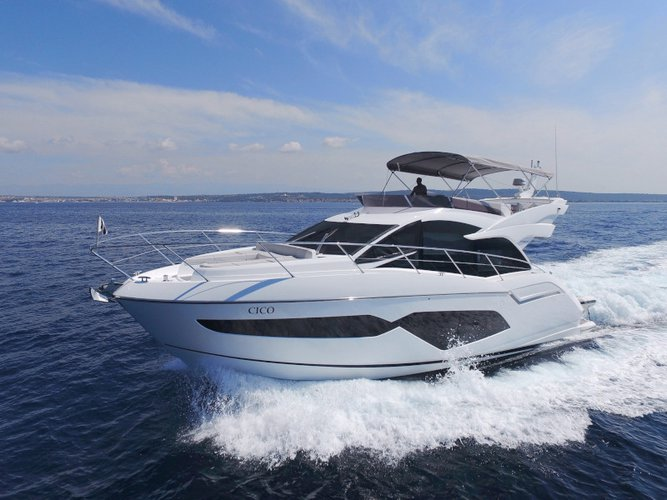 All you need to do is relax and have fun aboard the Sunseeker Manhattan 52