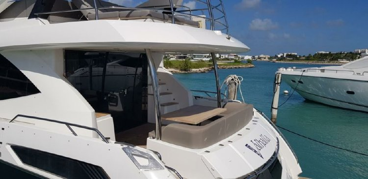 Discover Sag Harbor surroundings on this Sunseeker 75 Sunseeker boat