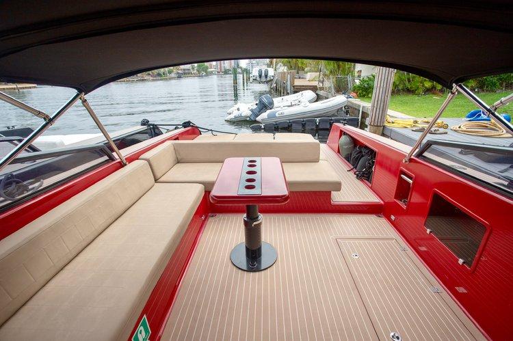 Discover Miami Beach surroundings on this 40 VANDUTCH boat