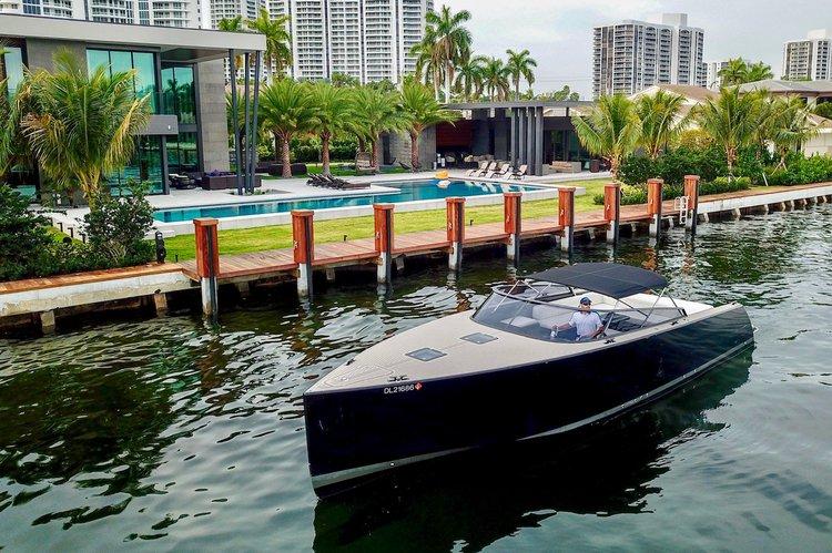 VanDutch's 40.0 feet in Miami Beach