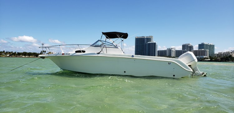 Walkaround boat for rent in Miami Beach