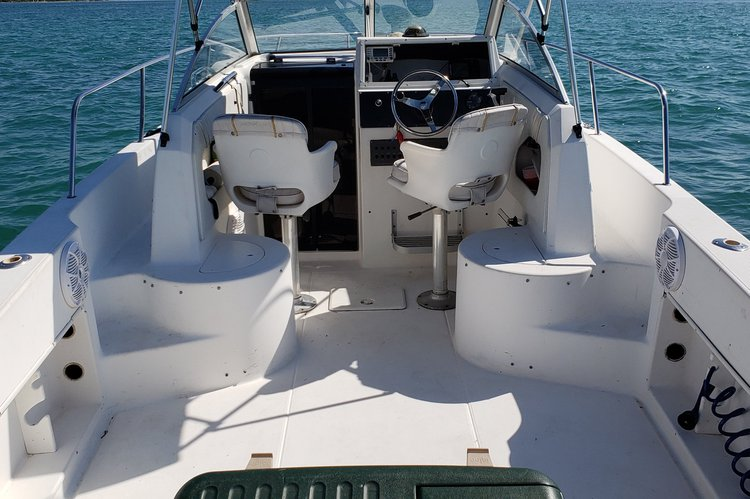 This 25.0' Wellcraft cand take up to 6 passengers around Miami Beach