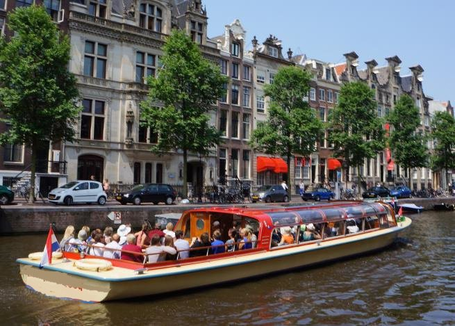 Enjoy luxury and comfort on this Amsterdam electric rental