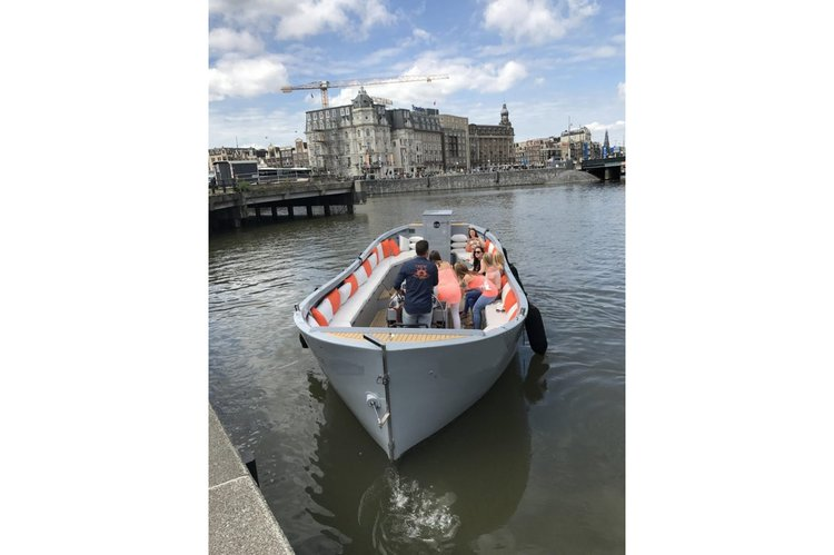 Get the perfect boat to enjoy Amsterdam in style