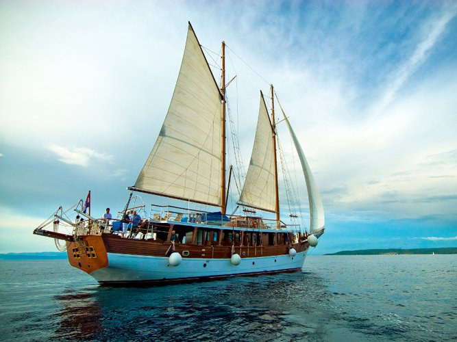 Charter this amazing sailboat in Stobreč