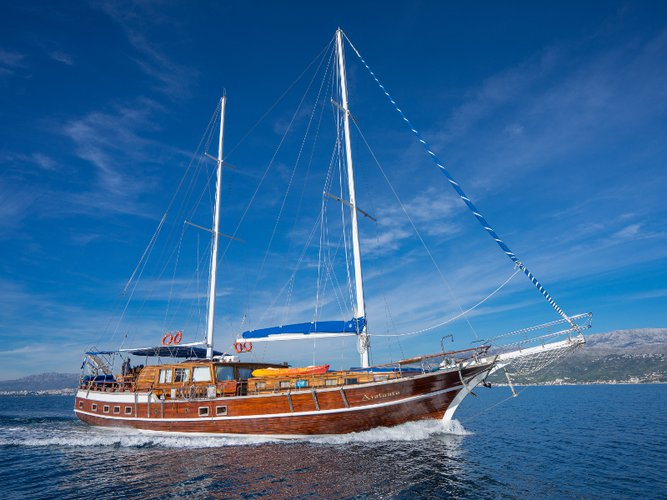 Charter this amazing sailboat in Split