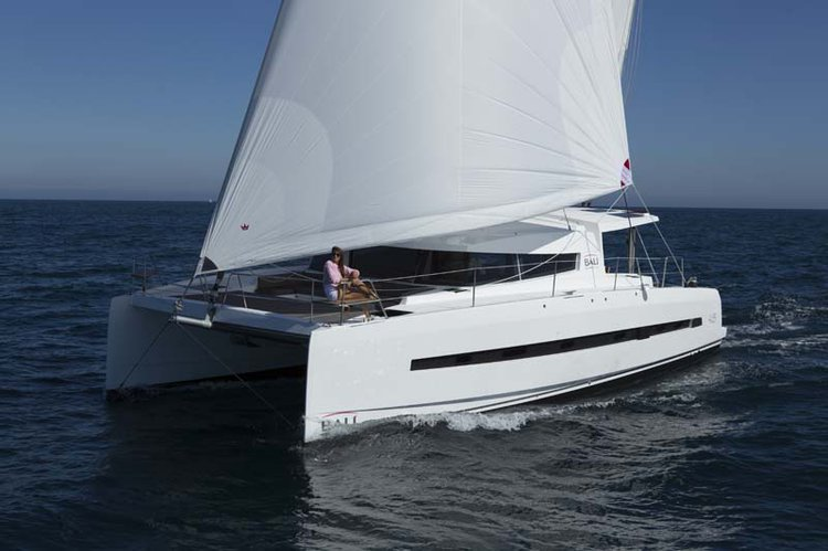 Climb aboard  Bali 4.5 and explore your way to Tahiti islands