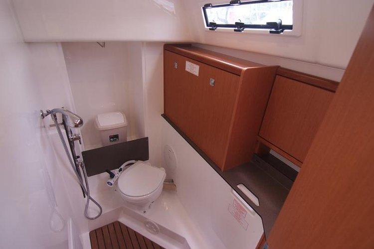 Bavaria Cruiser 33 - Interior