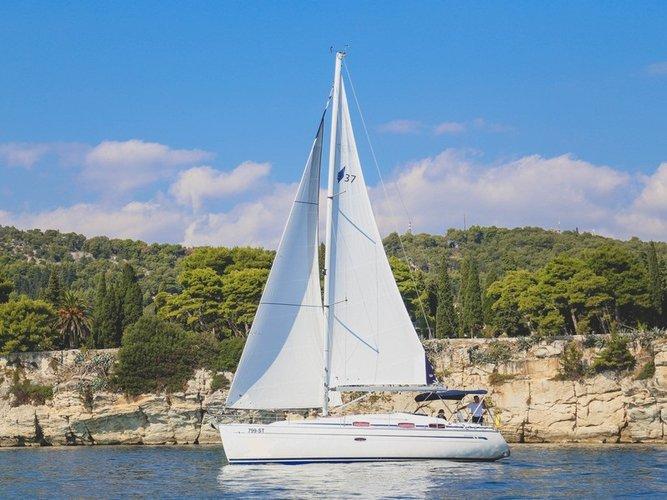 Beautiful Bavaria Yachtbau Bavaria 37 Cruiser ideal for sailing and fun in the sun!