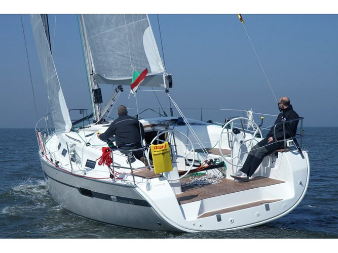 This sailboat charter is perfect to enjoy Lisbon
