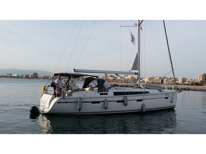 This sailboat charter is perfect to enjoy El Arenal