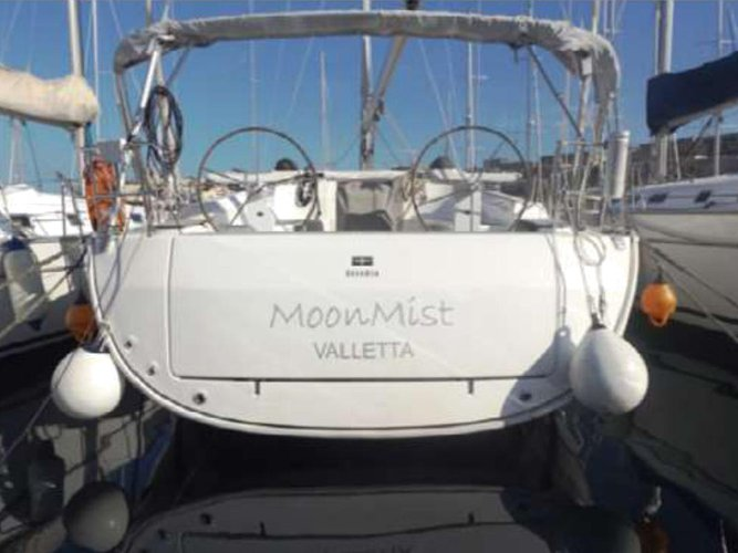 The perfect boat charter to enjoy MT in style