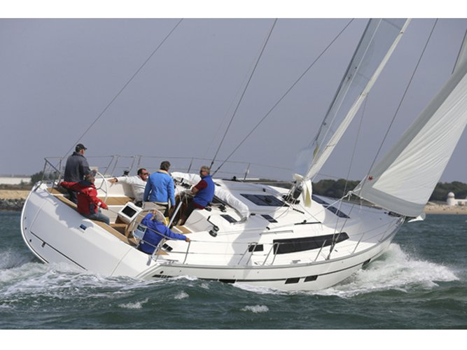 Enjoy luxury and comfort on this Göteborg sailboat charter